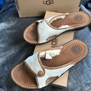 New with box Ugg Kalama Sandals.